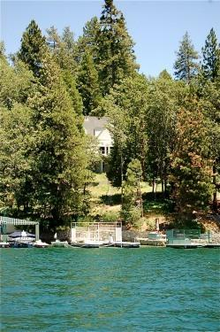 View from Lake Arrowhead to the house. - Lake Front Vacation Home: Personal Beachfront Dock - Lake Arrowhead - rentals