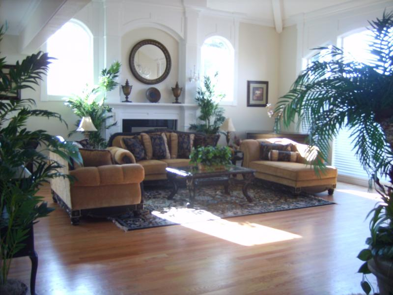 Family Gathering Place:  Elegant yet Comfortable - A Beautiful Spacious Mansion for Your Big Group - Bothell - rentals