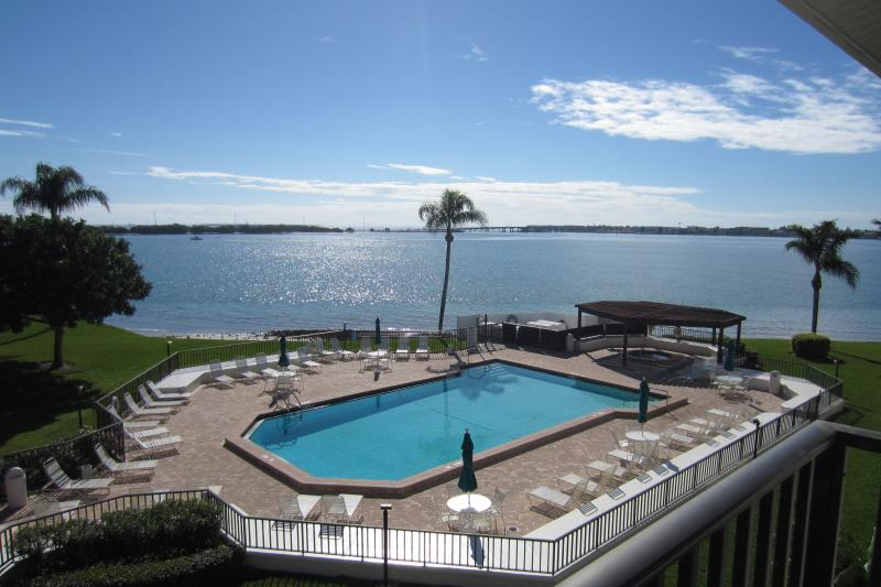 Pool just below the 3rd floor balcony - Upscale Waterfront Condo on Isla Del Sol Island - Saint Petersburg - rentals