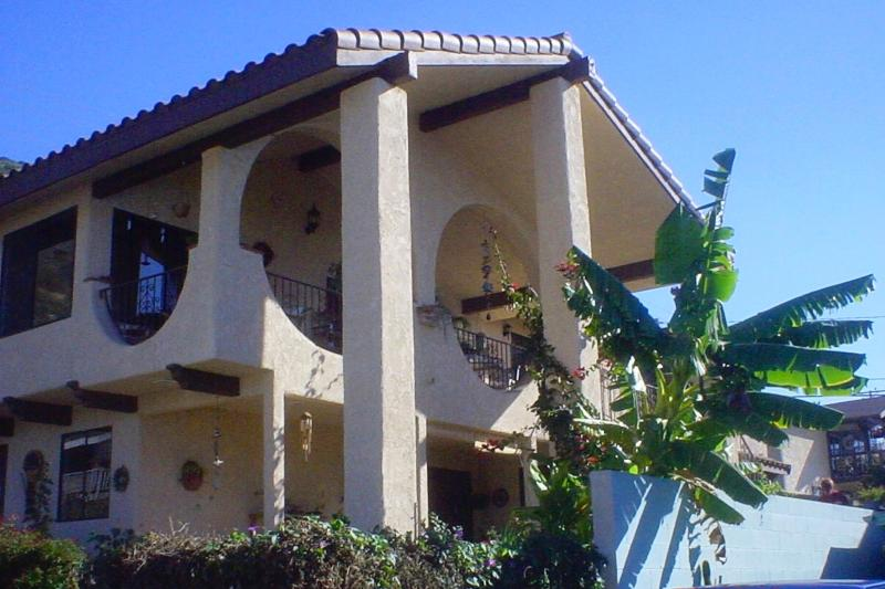 Front view of Casa Makai beach house in La Conchita - California Beach House Guest Apartment-Ocean View - Carpinteria - rentals