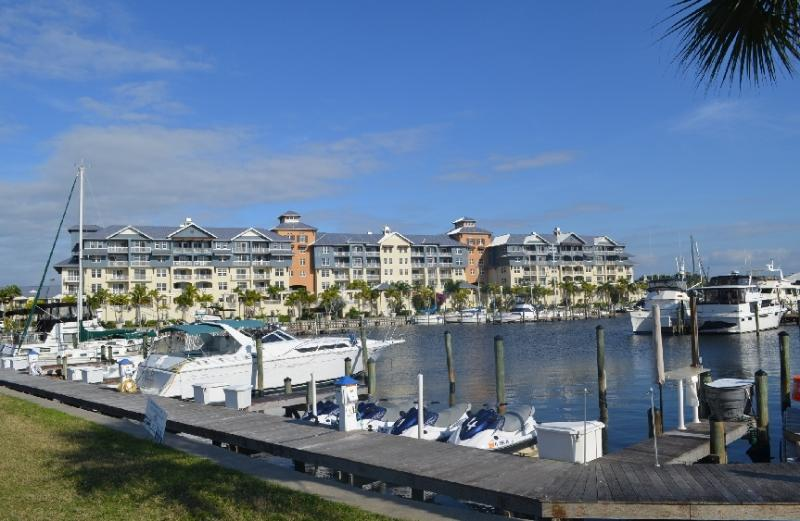 BEACHSIDE waterfront KING- STUDIO-SUITE & view of the Community Yacht Harbor - Beach-side KING Studio-SUITE,at Private Beach - Apollo Beach - rentals