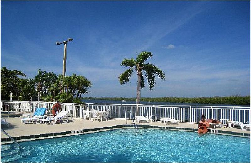 Waterfront 2 bedroom 1.5 bath Town House Suite Welcome to Paradise - BeachFront Community,romantic get away, waterfront 2b Town House suite U-3212 - Ruskin - rentals