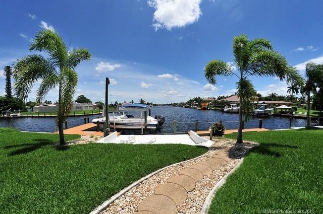 Path to the boat dock/patio - boat rental available - VILLA PALM GROVE  VOTED #1 YACHT CLUB AREA 3/3 - Cape Coral - rentals