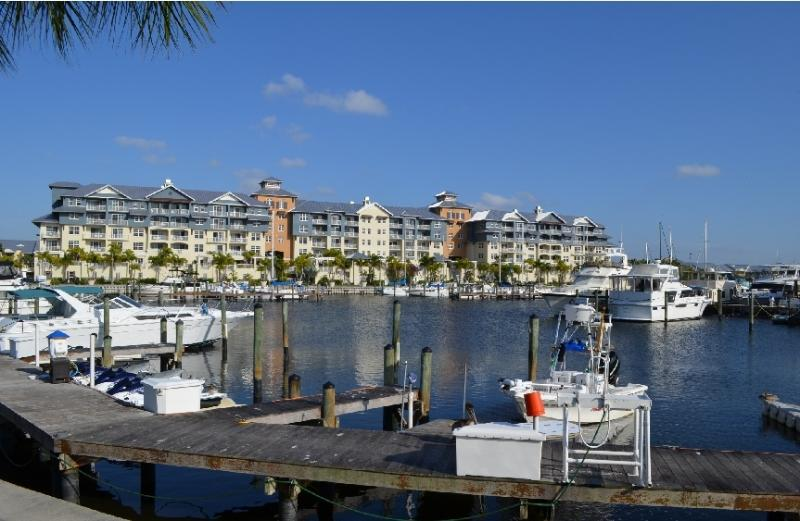 View of private 4 star Resort & the comunity Yacht Harbor - Beach-side elegant QUEEN,Studio SUITE,Tampa Bay - Tampa - rentals