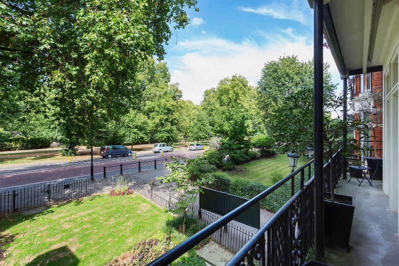 Hyde Park 4-bed with balcony, Knightsbridge - Image 1 - London - rentals