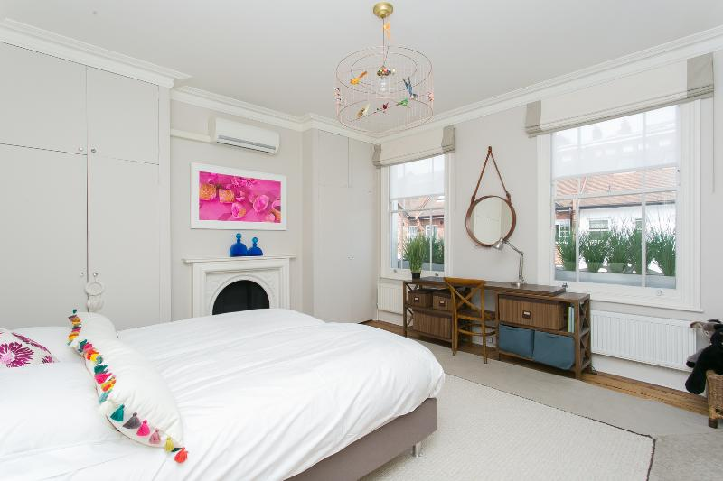 Gorgeous 2 Bedroom at Wimbledon Village in London - Image 1 - London - rentals