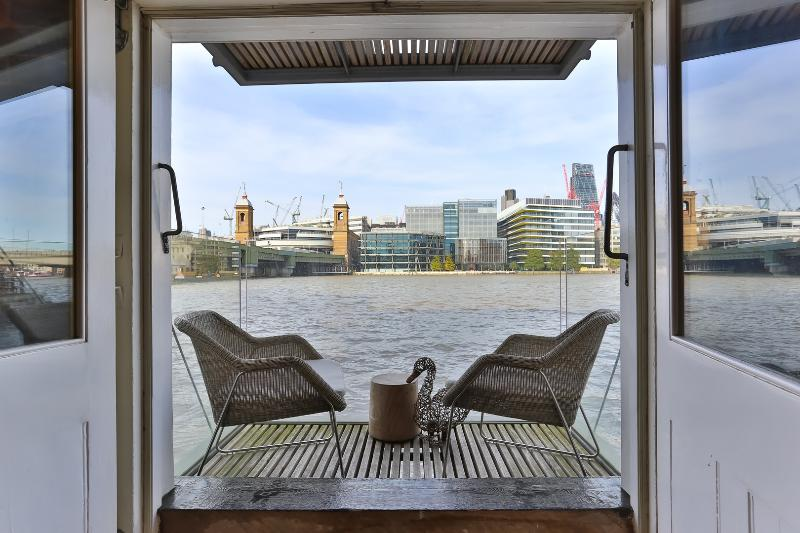 An unusual and impressive two-bedroom apartment on Clink Street, boasting views over the Thames. - Image 1 - London - rentals