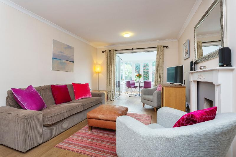 An elegant family home in desirable Clapham. - Image 1 - London - rentals