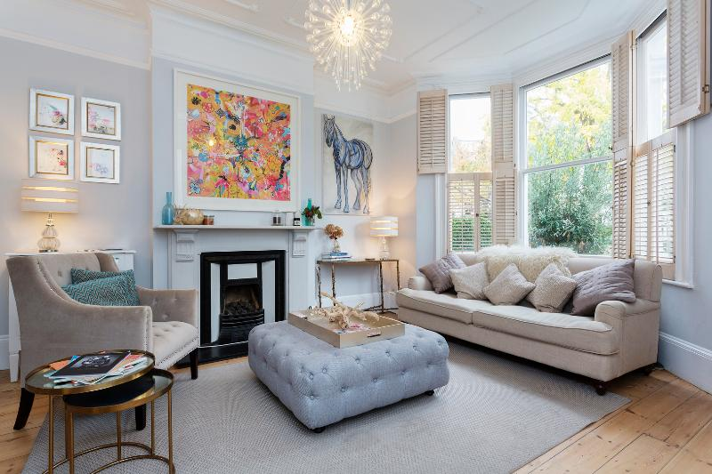 A beautiful three-bedroom family home next to Clapham Common. - Image 1 - London - rentals
