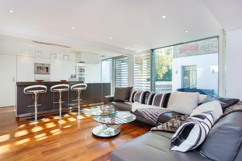 A spectacular four bedroom house, featuring a modern open-plan design. - Image 1 - London - rentals