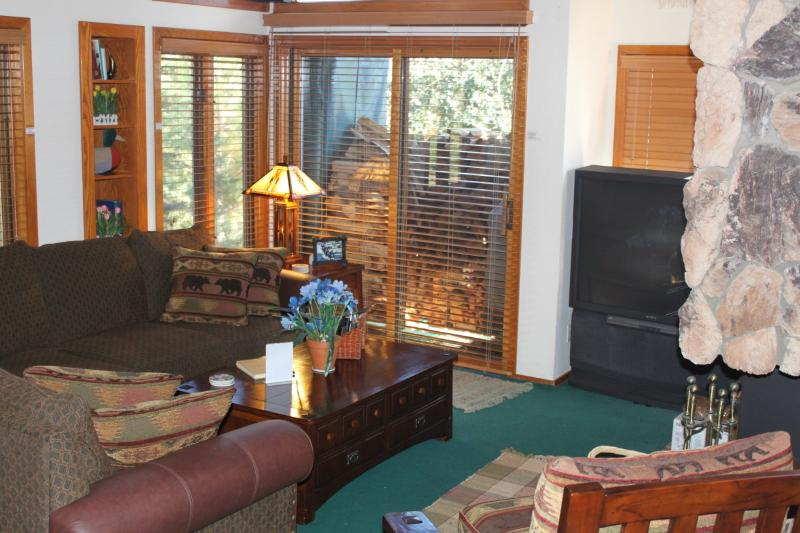 Living Room with TV, DVD, Stereo - Snowcreek Condo - 3 BR Loft 2.5 Baths Jan. Special - Mammoth Lakes - rentals