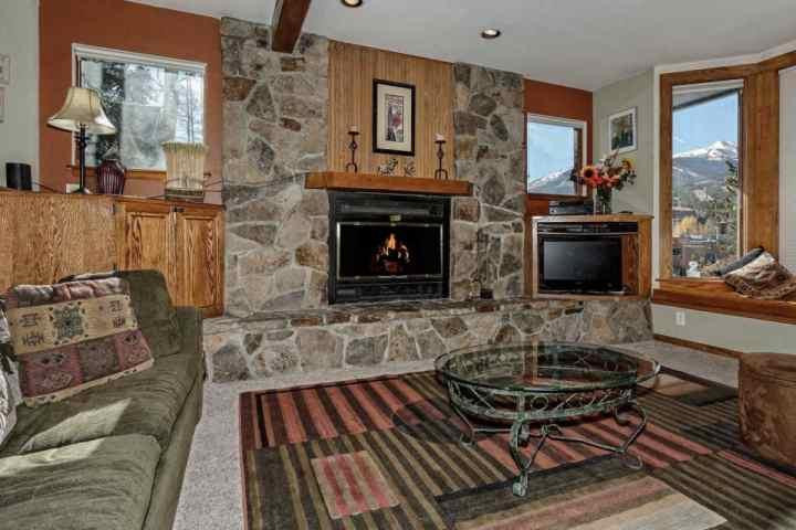 Comfortable Den with an Extraordinary View & Gas Fireplace - Victorian Ridge-Victorian with Views,1 blk to Shuttle,in Epicenter of Historic & Peak 9 Base Areas - Breckenridge - rentals