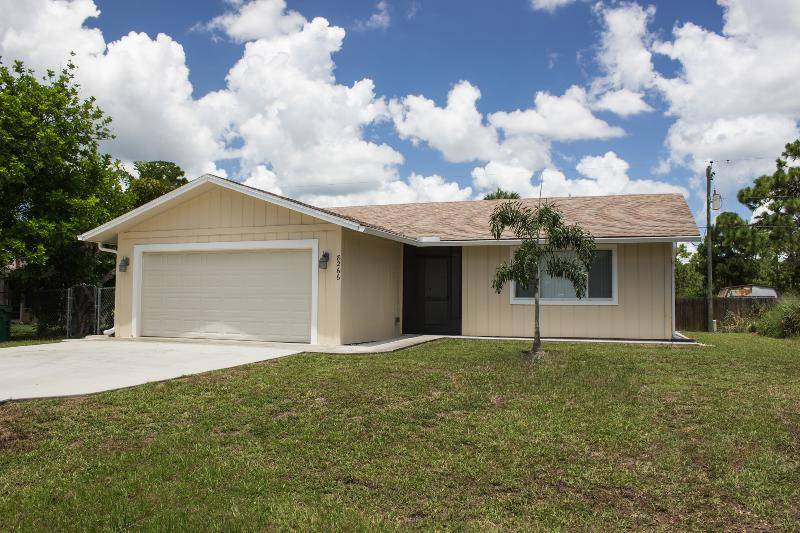 TWO BEDROOM HOME MINUTES TO THE BEACH - Image 1 - Englewood - rentals