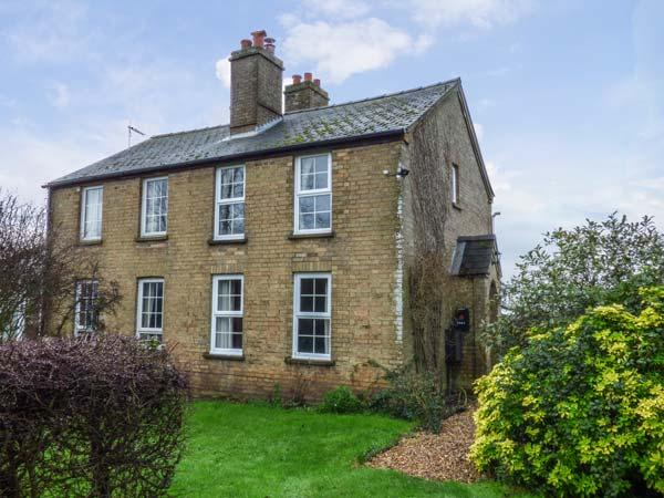 HAWTHORN COTTAGE, character holiday home, open fire, pet-friendly, WiFi, countryside views, Littleport, Ref 923652 - Image 1 - Littleport - rentals
