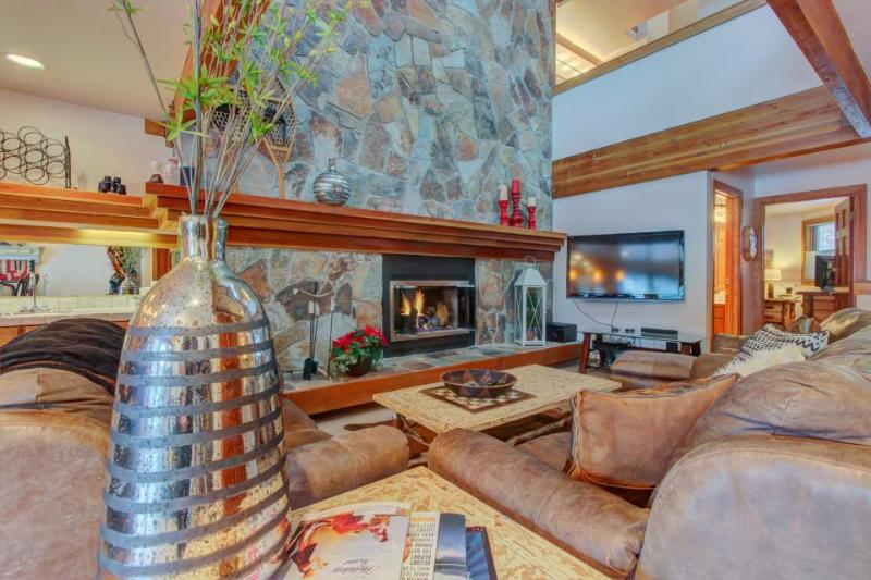Soak in the shared hot tub & shuttle to ski from this spacious Park City condo! - Image 1 - Park City - rentals