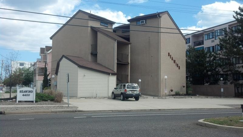 Front Exterior - Steps to the beach...minutes to the Casinos - Brigantine - rentals
