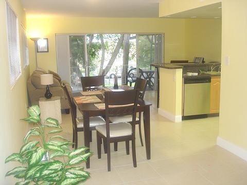 Entrance View 01 - Miami , Dadeland, Kendall, South Miami Spacious Condo 1/1 - Kendall - rentals