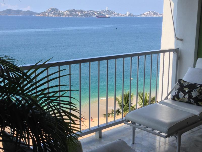 The Building is Directly on the Beach of Acapulco Bay - ACAPULCO LUXURIOUS BEACHFRONT CONDO - Acapulco - rentals