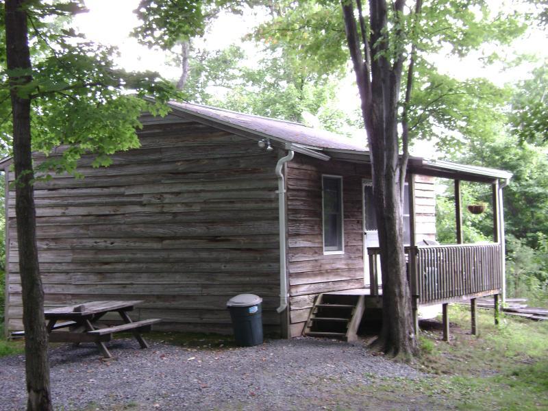 Cabin #1 front. off-season, $79/n, $400/wk; in-season $79-$99/n, $550/wk - Cabins Raystown Lake, Juniata College, Penn State - Huntingdon - rentals