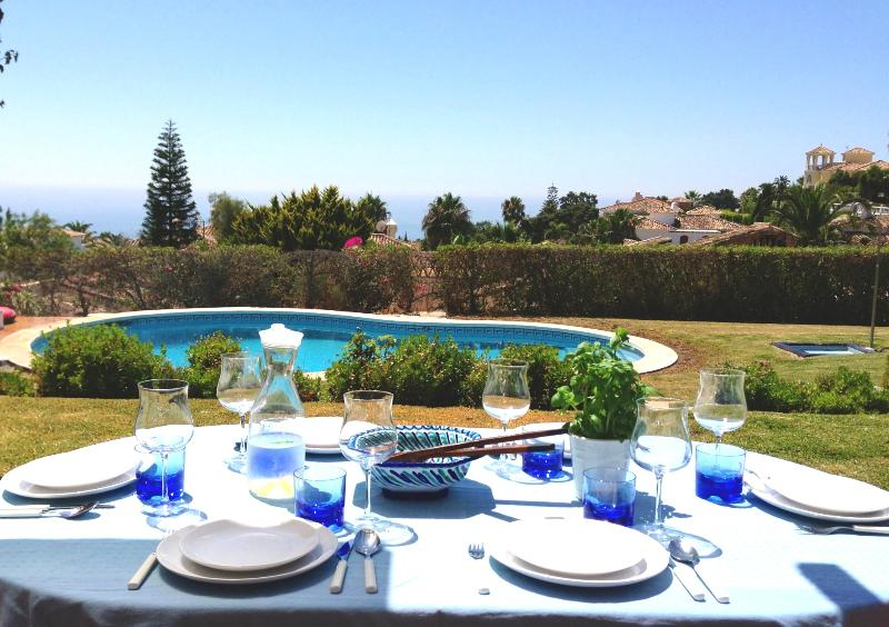 Beautiful outdoor dining on the terrace with views of the Mediterranean Sea. - Stunning Villa overlooking Golf and Mediterranean - Artola - rentals