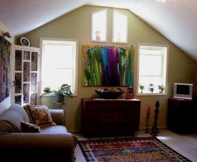 Eclectic, comfortable living room that looks out on woods. - Eclectic One Bedroom Cottage in the Hudson Valley - New Paltz - rentals