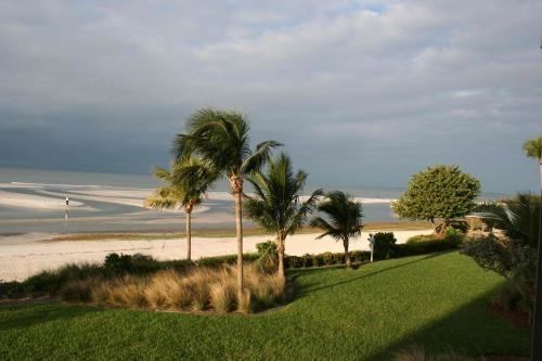 View of beach (from our condo) - Corner Unit Condo, Direct on the Beach! (2 wk min) - Fort Myers Beach - rentals