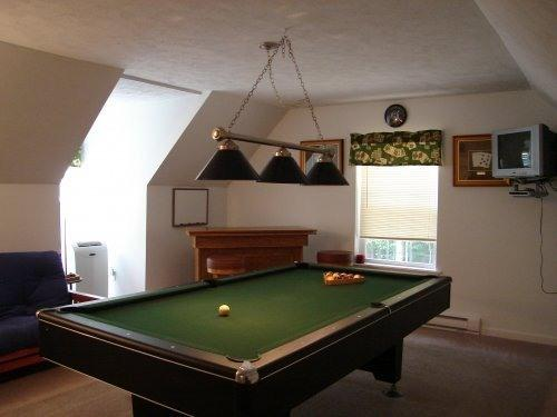 Billiard room w/ futon - 2nd floor - Hot Tub,Pool Table,Firepit,5BR+Crib/3BA-Sleeps 14 - Pocono Lake - rentals