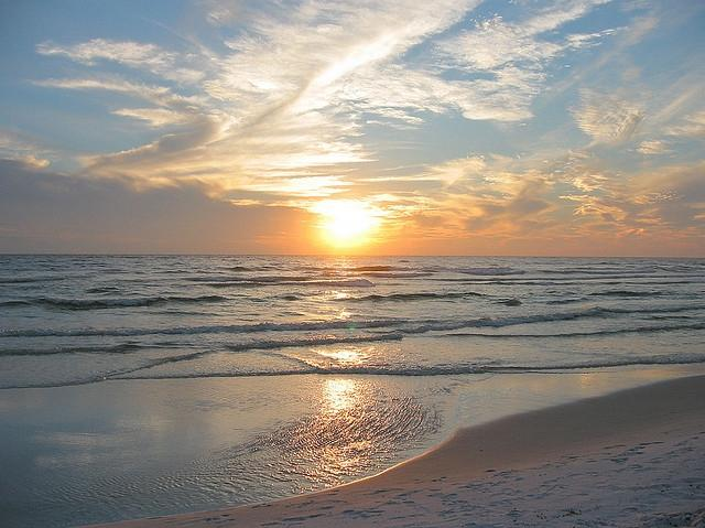 Enjoy one of only a few Southern Sunsets from a beach in the world - ***APRIL 29 CANCELLATION SPECIAL***Unbeatable Luxury & Value..On Beach in Destin - Destin - rentals