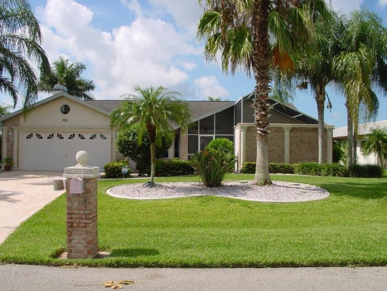 Tropical Getaway - Bella Villa, Romantic, Tropical, Waterfront Dream - Cape Coral - rentals