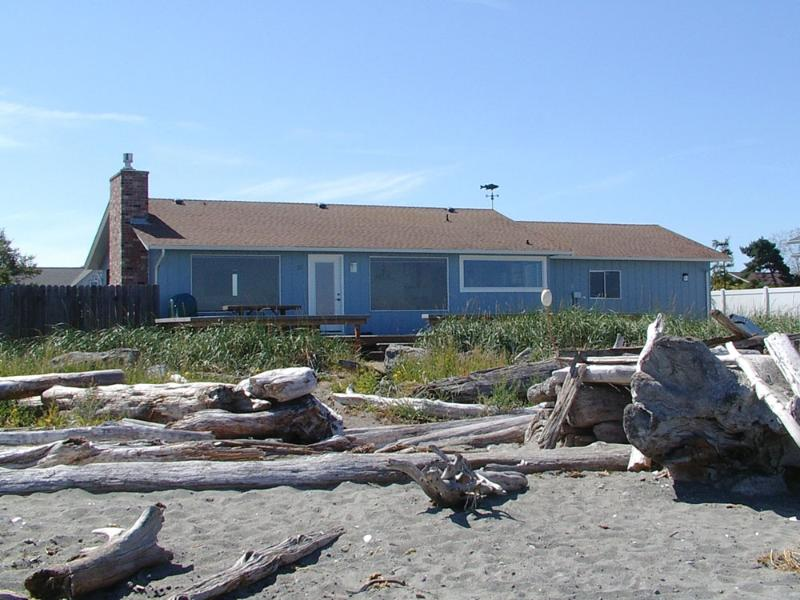 3 Crabs Beach House just steps from the beach - 3 Crabs Beach House - Private Beach With Hot Tub - Sequim - rentals