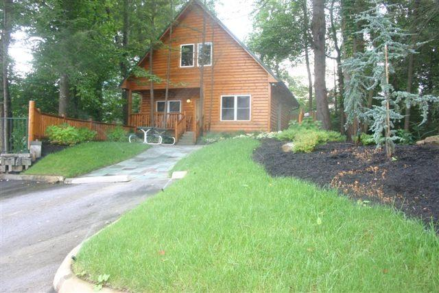 5 Star cabin with pool directly on the Parkway! - Image 1 - Gatlinburg - rentals