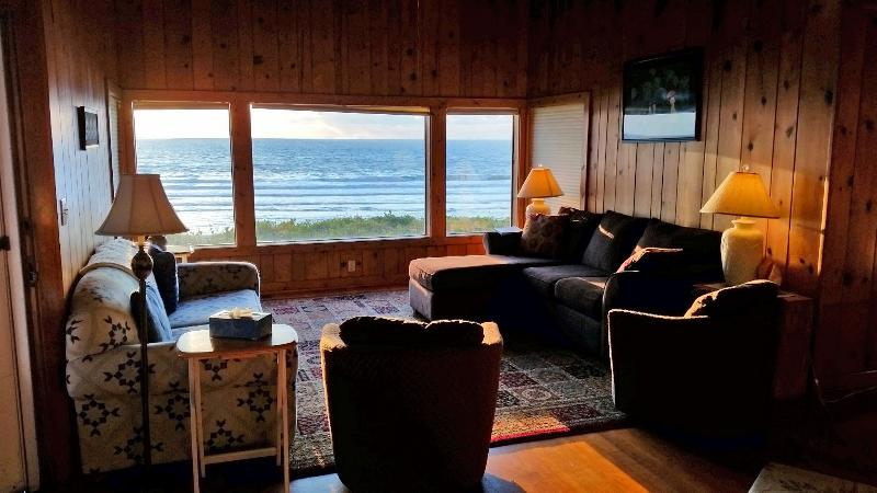 Living room main area - Oceanfront Vacation Home Lincoln City - Lincoln City - rentals