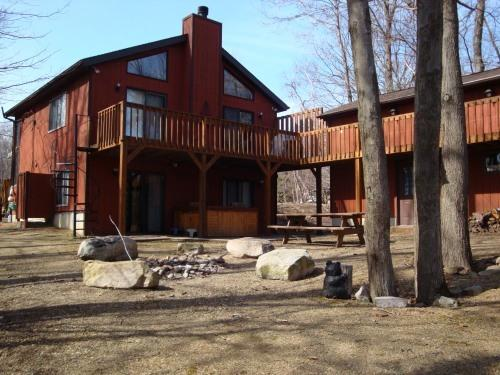 Back of house w/firepit, game rm/garage to right - TwinBridge Lakefront House with Hot Tub - Kunkletown - rentals