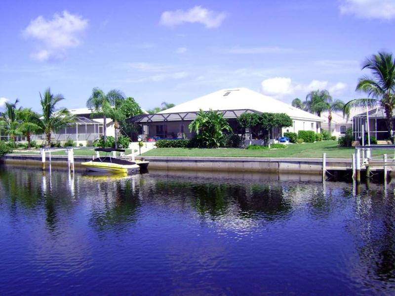 Villa Rum cay waterfront - Luxury waterfront home, boat dock, pool, bar. - Punta Gorda - rentals