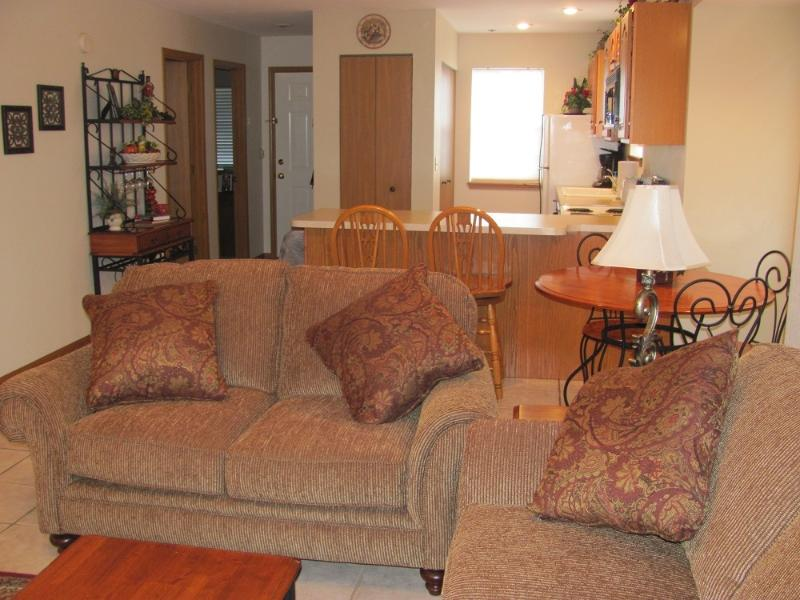 Living Room - Eagle Nest Resort next to Silver Dollar City! - Branson - rentals