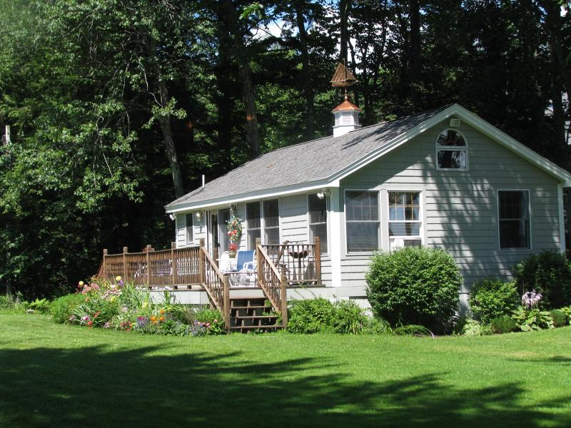 THE COTTAGE - Sebago Lake Cottage - Fall Foliage and Events - Sebago Lake - rentals