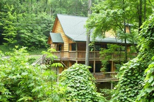 summer view - Bear Footinn 3bd/3bth w/gameroom + pool - Gatlinburg - rentals