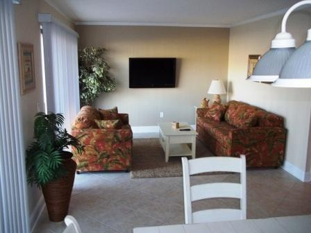 "429B- Renovated Living room with 42"" Flat screen - Jan - March snowbird avail at MYRTLE BEACH RESORT - Myrtle Beach - rentals"