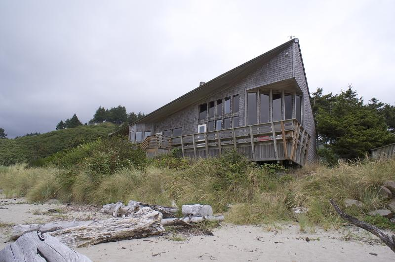 Right on the beach! - Lincoln City/Neskowin Oceanfront Home - Neskowin - rentals