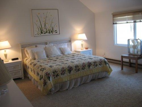 master bedrrom - AWESOME WATERVIEW- HIDDEN COVE - Edgartown - rentals