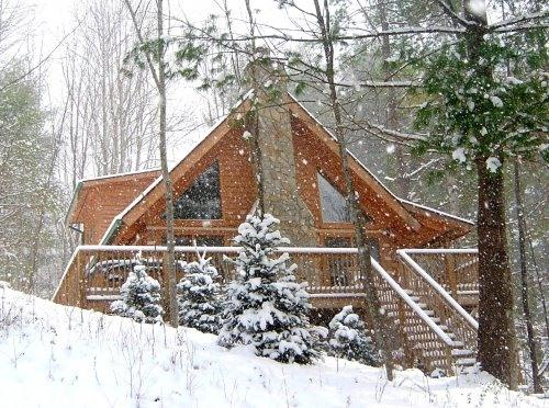 Around the Bend Cabin on a snowy day - Sale rates NOW!  LOG CABIN~HOT TUB~Fireplace~Mtns - Boone - rentals