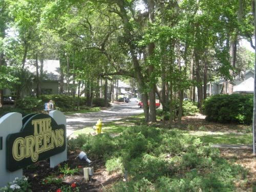 Entrance into The Greens - The Greens - Wifi / 4 Bikes / Walk to Beach / Pet - Hilton Head - rentals