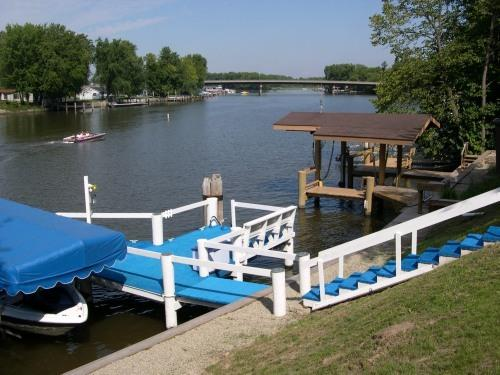 Private Pier - Wolf River Cottage-Private Pier-White Bass Capital - Fremont - rentals