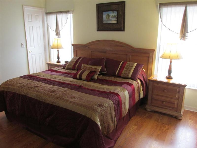 Master Bedroom #1 - King Bed - 5 min to Disney,Fenced Pool,Game Rm, Wi-Fi, BBQ - Kissimmee - rentals