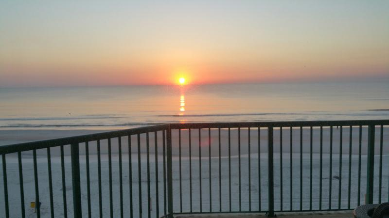 See the Sunrise Over the Ocean right from your King Bed! - Direct Oceanfront 3/3, SE Exposure, Sun, Sun, Sun - Daytona Beach - rentals