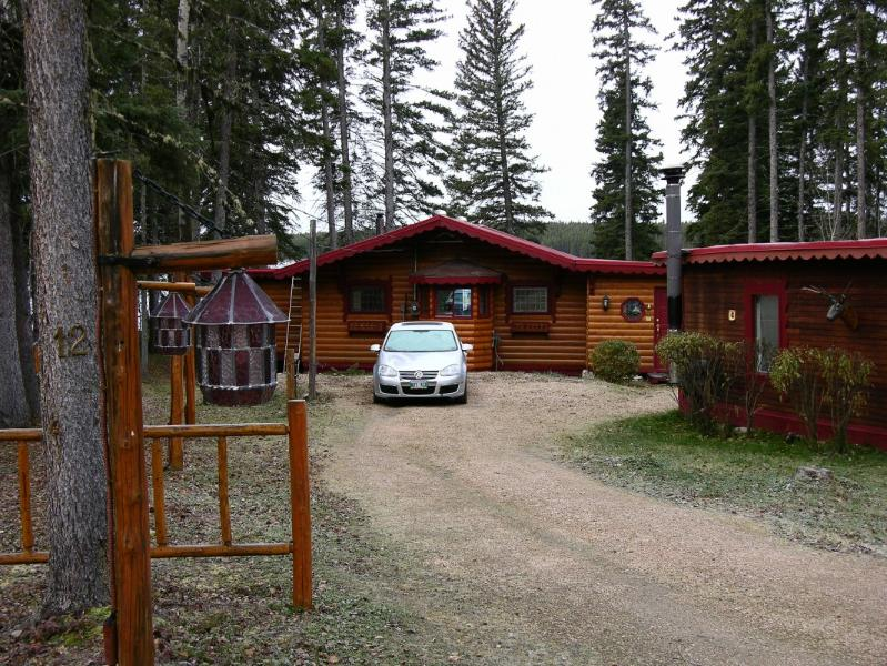 Driveway and Garage - Lakefront Home at Setting Lake   375,000 Cdn - Thompson - rentals