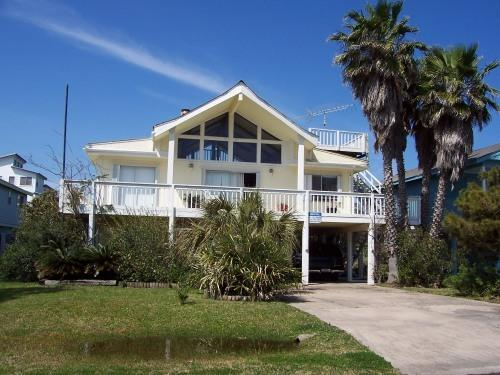 Front view of home - Galveston Getaway Home in beautiful Pirates Beach - Galveston - rentals