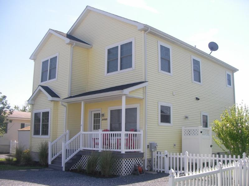 Comfortable, charming, and stylish beach house just a hop away from the beach - Fabulous Fenwick! Waterfront, charming, & chic! - Selbyville - rentals