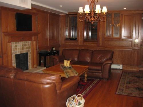 Upper West Side Brownstone Apartment - Image 1 - Manhattan - rentals