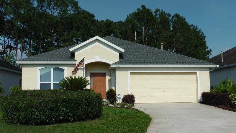 Beautifully Landscaped Home - Quiet, Private Pool Home 8 Miles to Disney - Davenport - rentals